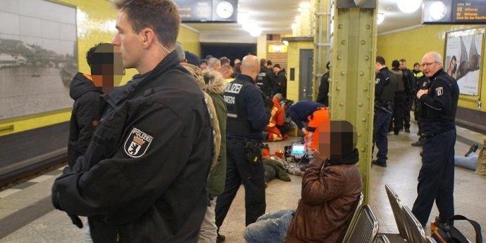 Bevándorlók és bőrfejűek verekedtek össze Berlinben