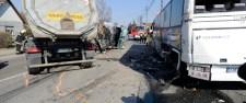 Álló buszba rohant egy kamion