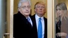 Az  USA izraeli nagykövete pénzt adományozott egy terrorcsoportnak