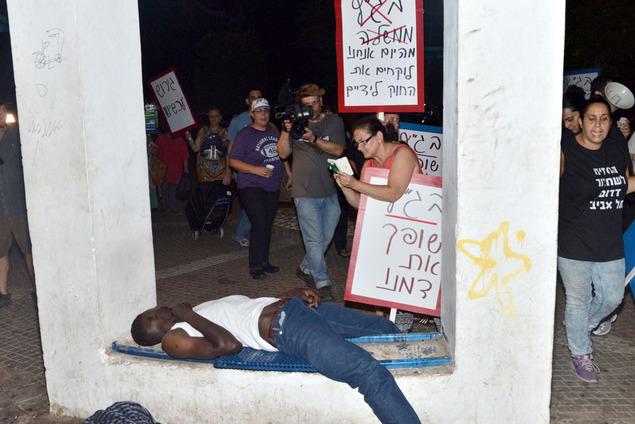 """""""Itt még vér fog folyni"""" – mondják Tel-Avivban az afrikai """"menekültek"""" jelenléte ellen tüntető zsidók"""