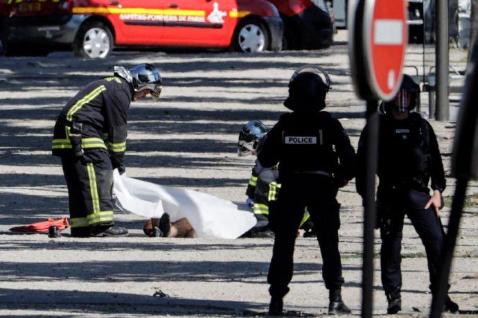 A liberális állam dicsősége: radikális iszlamistaként tartották számon a párizsi támadót, de simán lehetett fegyverviselési engedélye