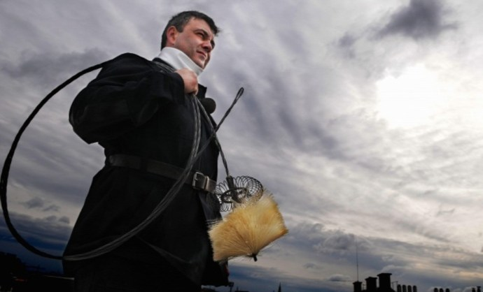 A kéményseprés olyan, mint a műszaki vizsgáztatás: röhögve szavazta meg a törvényt a Fidesz-KDNP