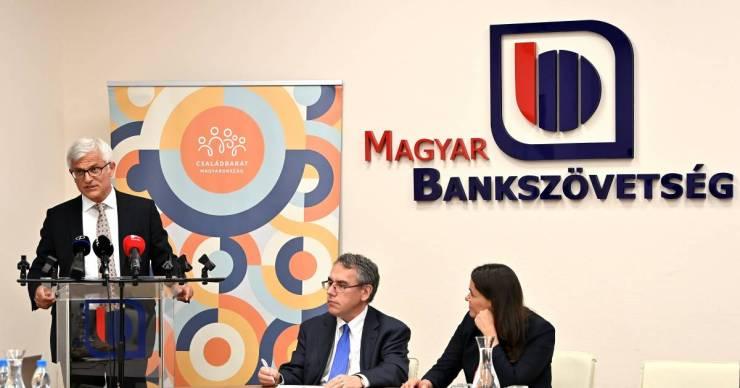 A kormány hosszabbítása ellenére a Bankszövetség azt javasolja, aki teheti, kezdje újra törleszteni a hiteleit