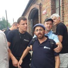Auschwitzban lengyel rendőrök figyelmeztettek és bírságoltak meg túl hangosan éneklő zsidókat