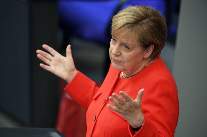 Merkelt letolták, amiért nem megy el a mai svédországi EU-csúcsra