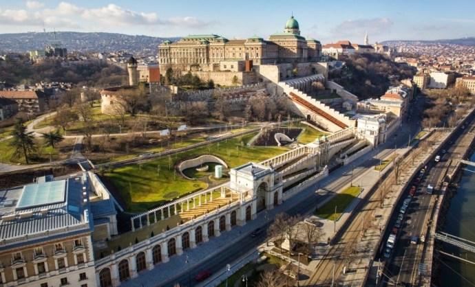Egy Habsburg főherceg is jutányos áron jutott önkormányzati lakáshoz a Budai Várban