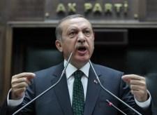 Erdogan lehülyézte Macront, mire ő hazarendelte a nagykövetet