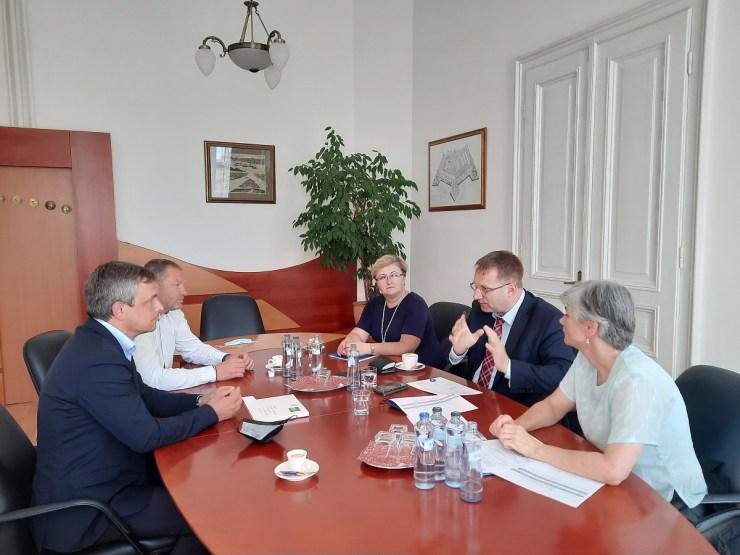 A Szlovák Posta vezetésével tárgyalt Komárom képviselete az őrsújfalui postafiók ügyében