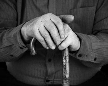 Féltékenységből halálra verte 85 éves élettársát a 84 éves bácsi