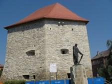 Magyar ellenállás Kolozsváron: ismét leszedték a hazug oláh szoborfeliratot