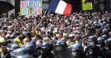 Csaknem 215 ezren tüntettek Franciaországban a védettségi igazolványok, és az egészségügyisek oltása ellen