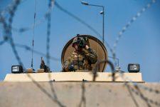 Folytatódik a kabuli dráma: Az Iszlám Állam a reptérre igyekvő nyugatiakra vadászik