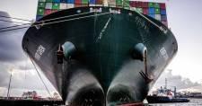 Ég egy teherhajó Vancouver-sziget közelében, mérgező gáz szivárog belőle