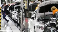 Kifizettetnék dolgozóikkal a magyar autógyárak a le nem dolgozott munkaidőt