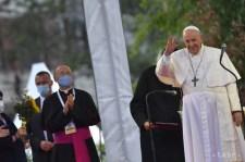 Ferenc pápa megérkezett a Luník IX romatelepre (fotók)