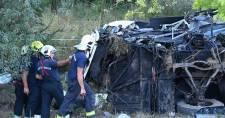 Felborult egy busz az M7-esen, nyolc ember meghalt
