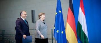 A leköszönő Merkel szerint tárgyalni kell a lengyel és magyar kormánnyal az uniós pénzek befagyasztása előtt