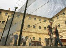 Tanmese csínytevőknek: a fiatalkorú rabok élete nem csak játék és mese a (székes)fehérvári börtönben (16+)