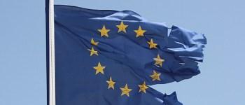 Le az európai uniós zászlóval!