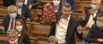 Fábián Tibor – Egy percben a világ – Jakab Péter krumplija és pártja megy a levesbe