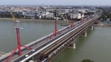 Mossák az egyik pesti hidat