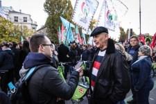 Újabb fotó verseng a nap képe címért: ellenzéki zsidó maffiózó jobbikos zászlókkal a háttérben
