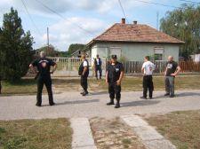 """Komoly visszatartó erő a """"fekete ruhások, gárdások"""" jelenléte a súlyosan cigányfertőzött Tiszaburán is"""