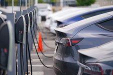 Kína brutálisan ráerősített az elektromos autókra