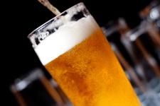 Hatvankilencen haltak meg a krokodilepés sörtől