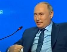 Videó: Szexista megjegyzéssel válaszolt Putyin egy kellemetlen kérdésre