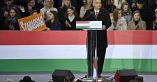 Orbán nemcsk az ellenzéknek, de Washingtonnak, Brüsszelnek és vízen túli Gyuri bácsinak is hadat üzent