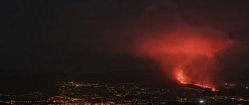 Vulkánkitörés miatt lezárták La Palma sziget repülőterét