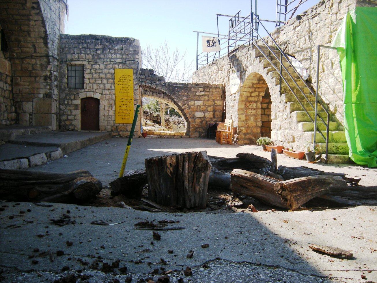 La chiesa e la scuola di Kufr Bi'rem (Foto: Chiara Cruciati)
