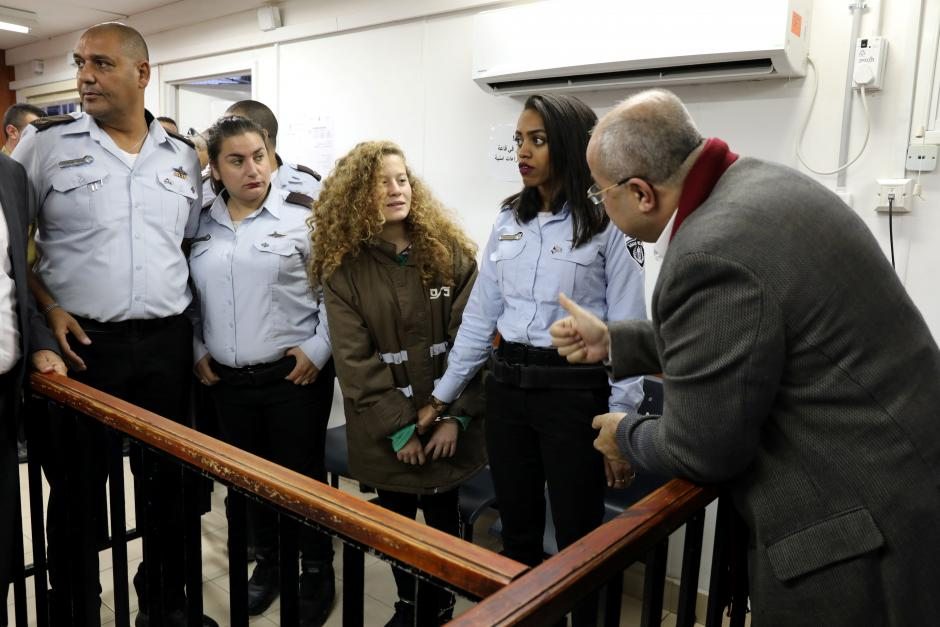 Ahed Tamimi ieri a Ofer (Foto: Reuters)