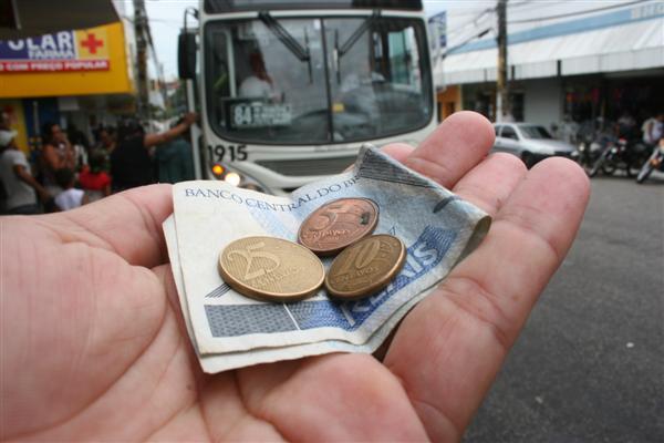 Aumento de tarifas de ônibus na RMR segue suspenso