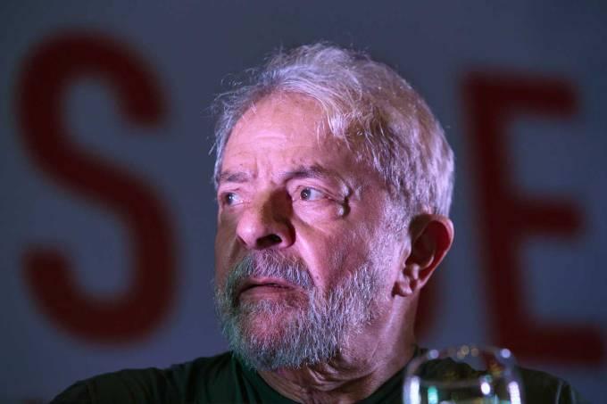Lula recebe visita de familiares pela primeira vez na prisão