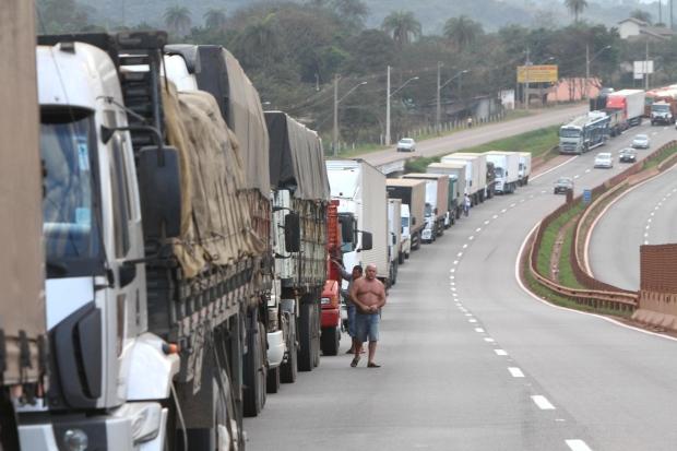 Alerta: Caminhoneiros prometem nova paralisação a partir de segunda-feira