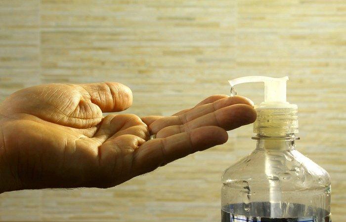 Fuja do álcool gel caseiro: mistura pode ser perigosa