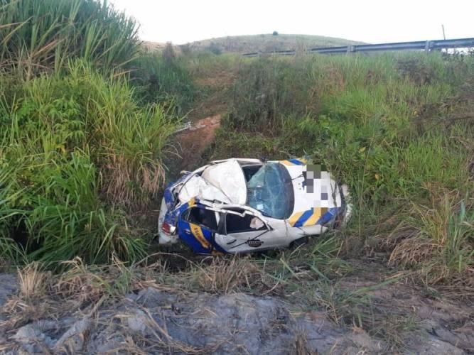 Motorista perde controle ao desviar de raposa na BR-101; dois ficam feridos
