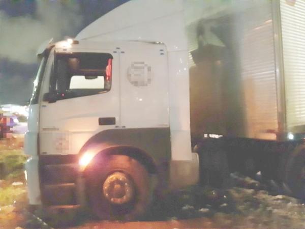 BR-101 é fechada em protesto contra atropelamento que matou menino e deixou a mãe dele ferida no Ibura