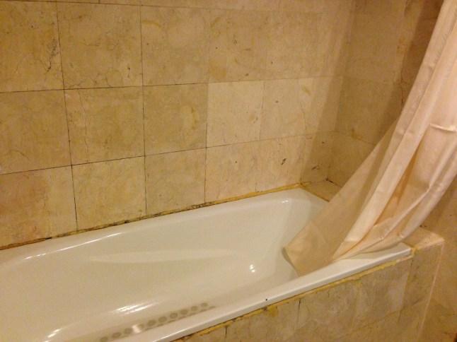 bathtub hotel sagita balikpapan