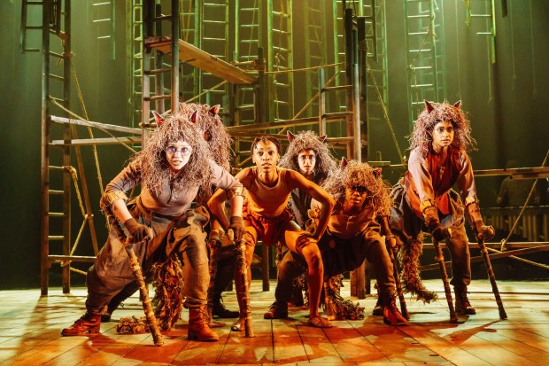 6 THE JUNGLE BOOK Company - photo by Manuel Harlan