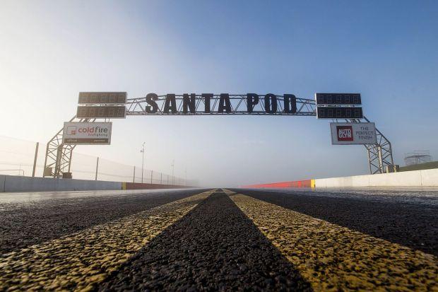 Santa_Pod_Raceway_finish_line_gantry