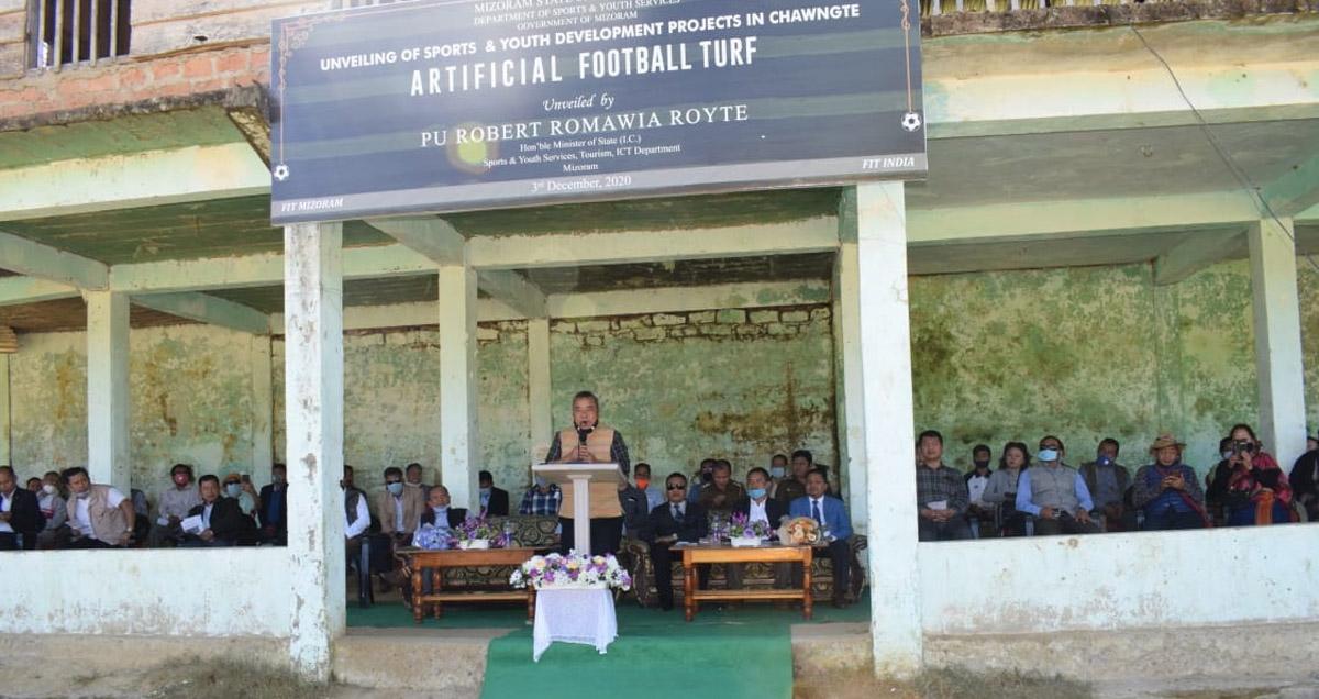 মিজোরামের খেলাধুলা মন্ত্রী রায়তে কমলনগর ফুটবল মাঠ ১-এ অ্যাস্ট্রো টার্ফের প্রস্তর উন্মোচন করেছেন