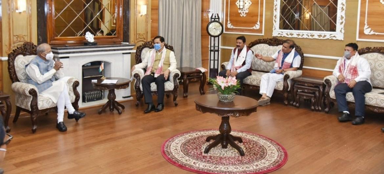 Assam: Himanta Biswa Sarma, Sarbananda Sonowal meet Governor Jagdish Mukhi, stake claim for Government formation 1