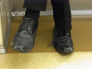 "alt=""汚れた靴"""