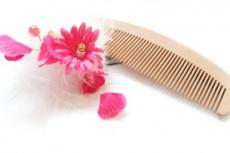 和櫛とピンクの花の髪飾り