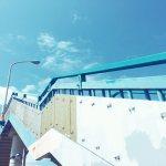 【高解像度】青い歩道橋と空