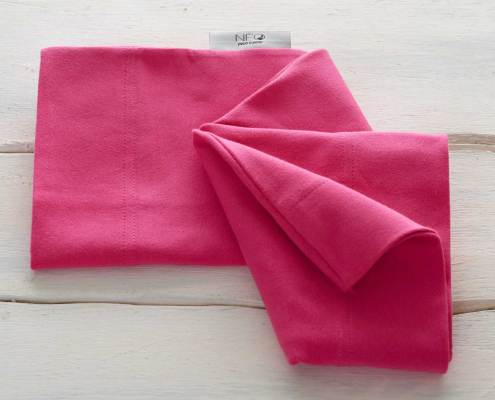 The raspberry pink skin to skin kangaroo wrap is recommended by childcare untis for full term or premature babies