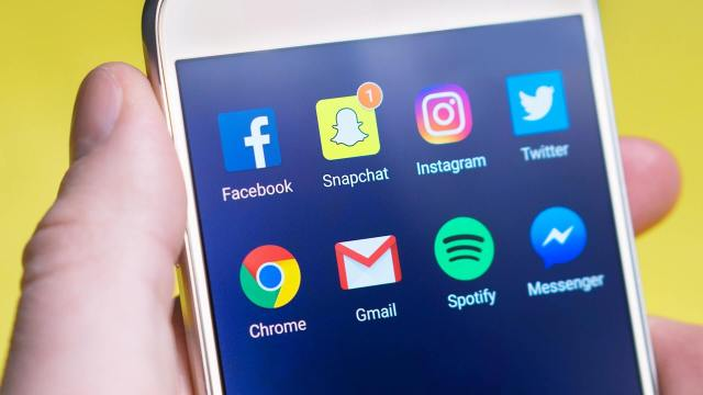 How to do social media strategy for dropshipping